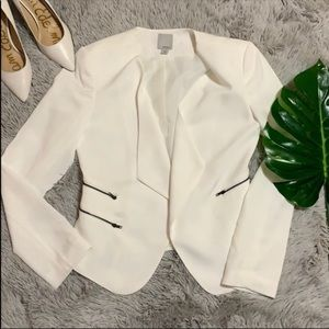 Halogen white zipper open blazer size M